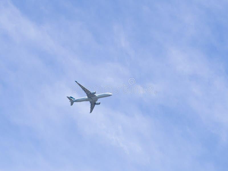 Departes för flygplan för Cathay Pacific flygbolagflygbuss A350-941 från Hong Kong International Airport till den Suvarnabhumi arkivbild