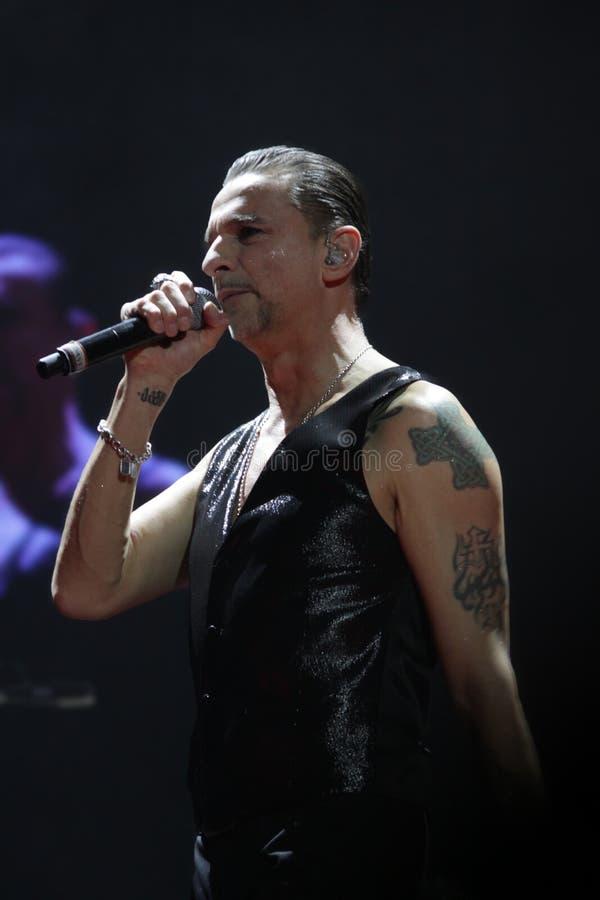 Depeche Mode i konsert på den Minsk arenan på fredag, Februari 28, 2014 i Minsk, Vitryssland royaltyfri bild