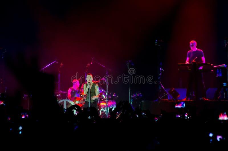 Depeche Mode konsert i St Petersburg arkivbilder