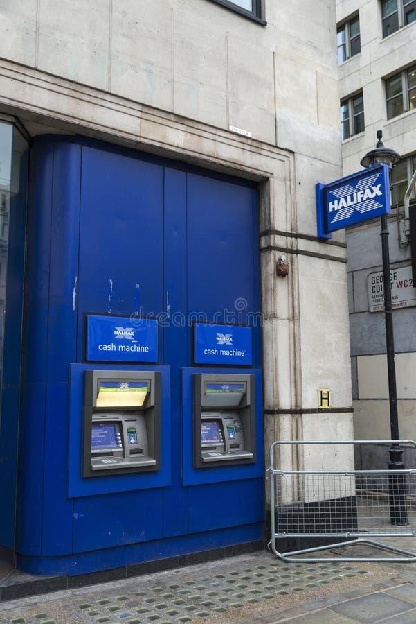 Dependência bancária de Halifax Bank em Londres, Inglaterra, Reino Unido imagens de stock royalty free