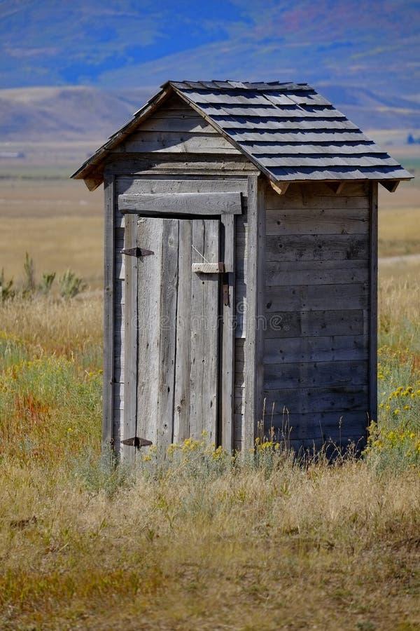 Dependencia vieja en área histórica abandonada campo del pueblo fantasma imagen de archivo libre de regalías
