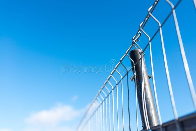 Depeszujący ogrodzenie zamknięty w górę strzału, płytka głębia pole obrazy royalty free