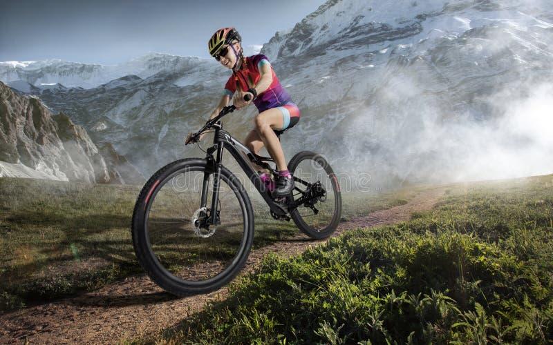 Deporte Ciclista de la bici de montaña imagen de archivo libre de regalías