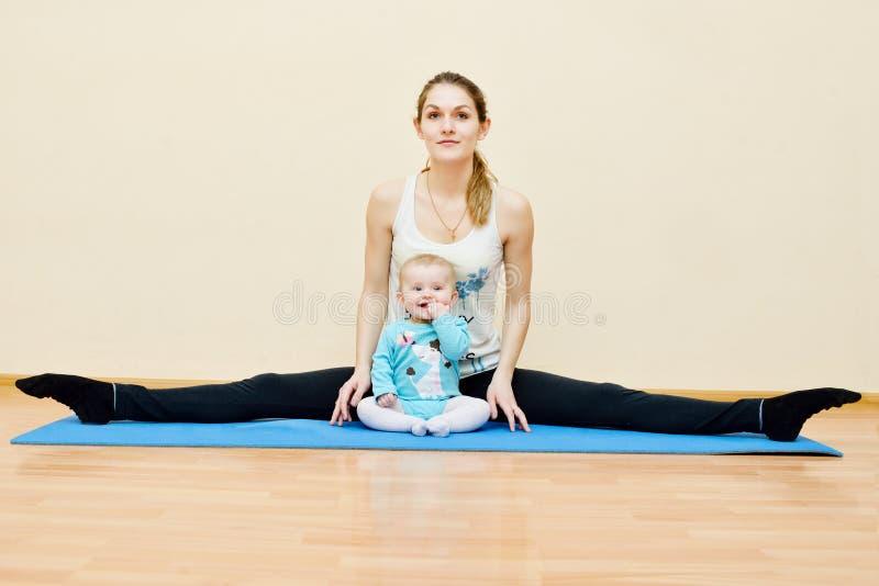 Deporte con el bebé imagenes de archivo