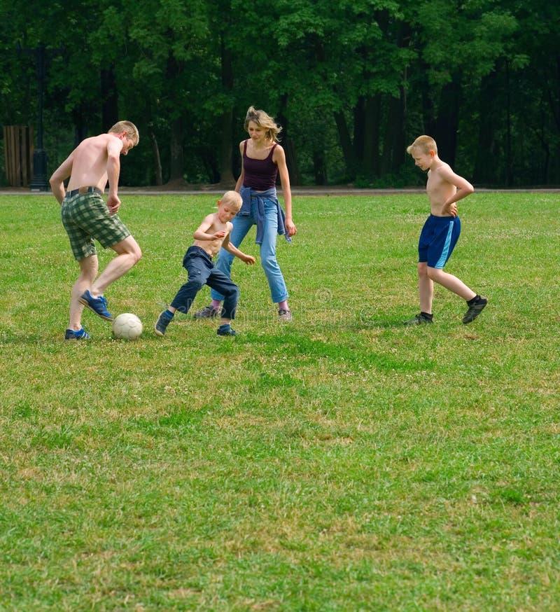 Deporte de la familia del aire abierto fotos de archivo