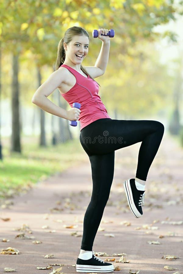 Deporte de la mujer joven imagenes de archivo