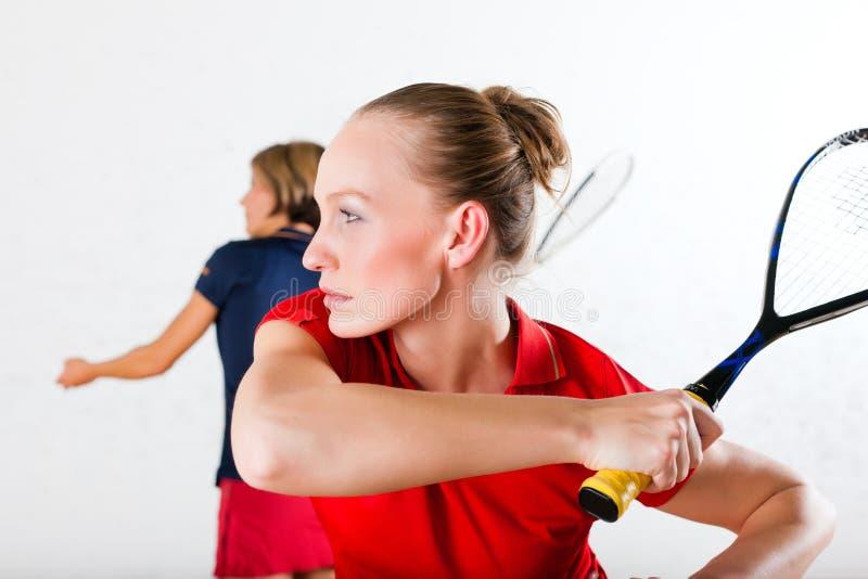 Deporte de la raqueta de calabaza en gimnasia fotografía de archivo