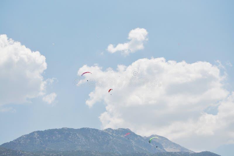 Deporte del paracaídas, emocionado fotografía de archivo libre de regalías