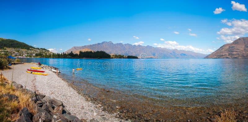 Deportes acuáticos en verano en el lago Wakatipu en Queenstown fotografía de archivo libre de regalías