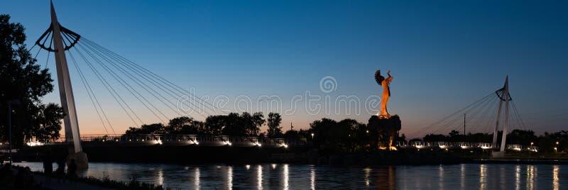 Depositário das planícies na noite em Wichita Kansas fotos de stock