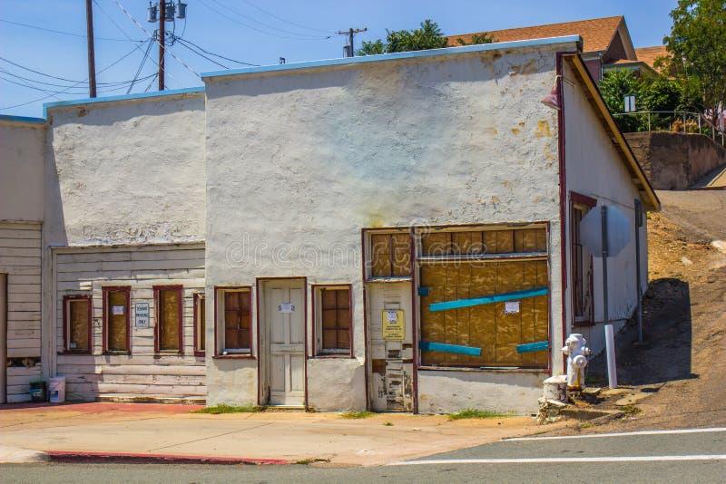 Deposito abbandonato Front With Boarded Up Windows fotografia stock