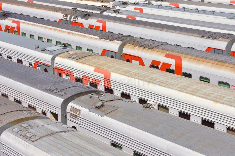 Deposito dei treni, parcheggio dei vagoni fotografie stock