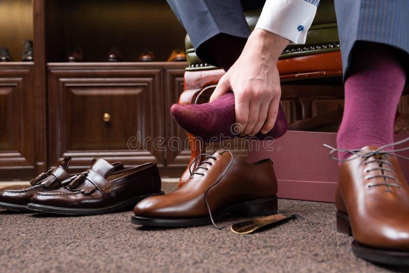 Deposito del boutique delle scarpe degli uomini immagine stock libera da diritti