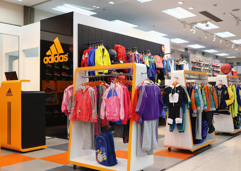 Deposito del panno di Adidas fotografie stock libere da diritti