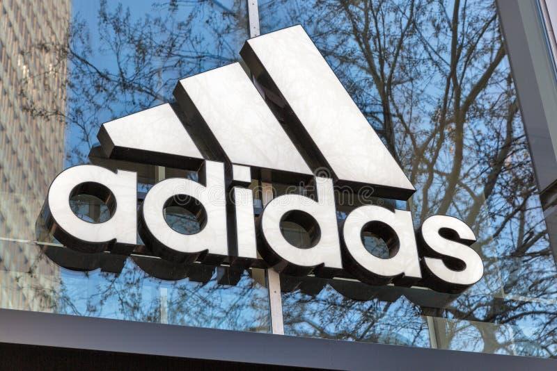 Deposito di Adidas a Berlino, Germania immagini stock