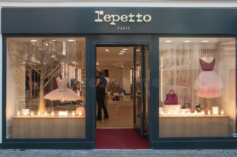 Deposito di Lepetto - la marca tradizionale di mobilia classica di ballo fotografia stock libera da diritti