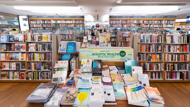 Deposito di libro di Kinokuniya nel centro commerciale di Suria KLCC, Kuala Lumpur immagini stock