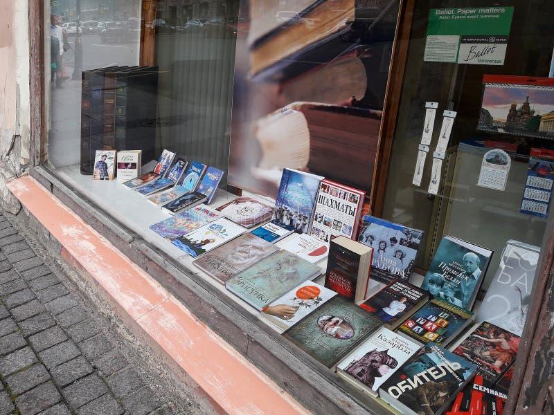 Deposito di libro nella città europea San Pietroburgo, Russia fotografia stock