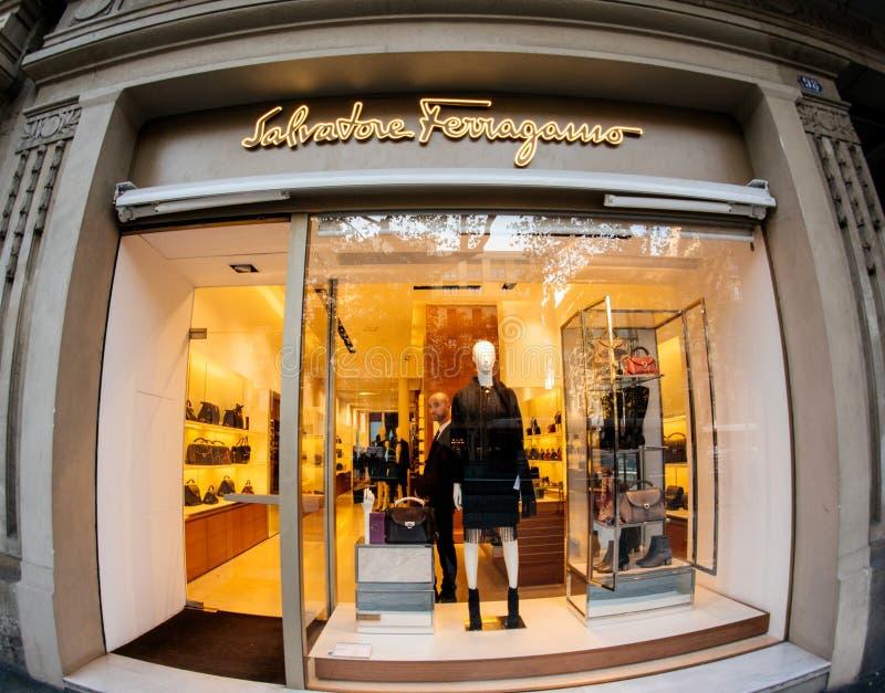 Deposito di lusso dei vestiti di modo di Salvatore Ferragamo fotografia stock