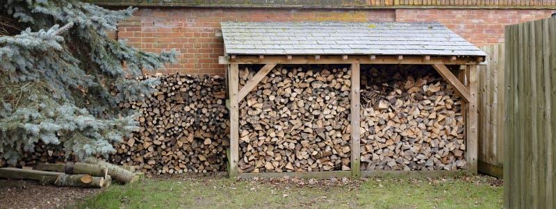 Deposito e catasta di legna del ceppo fotografie stock libere da diritti