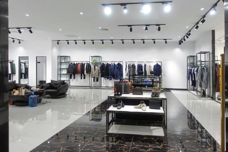 deposito interno di modo del negozio dell'abbigliamento fotografie stock libere da diritti