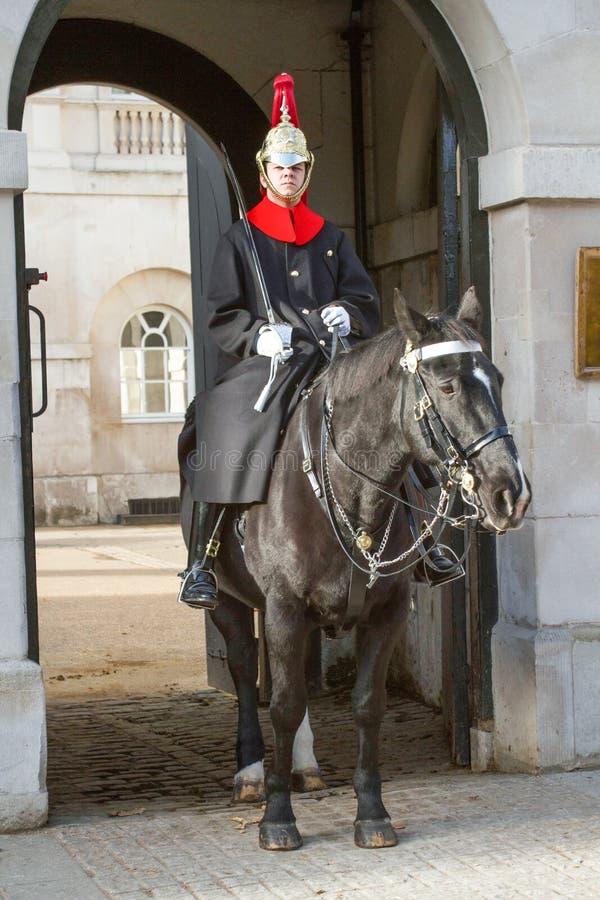 Deppighet och kunglig infanterist på vakten på Whitehall arkivfoton