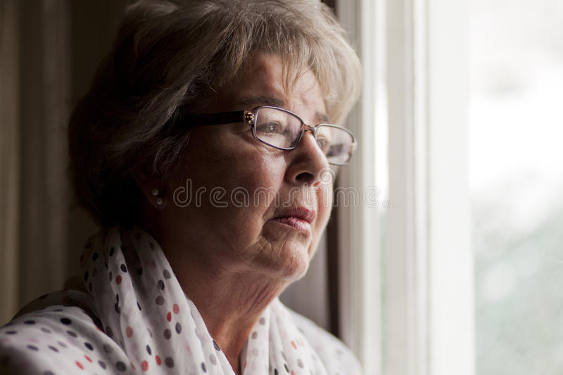 Depresión de una mujer mayor foto de archivo