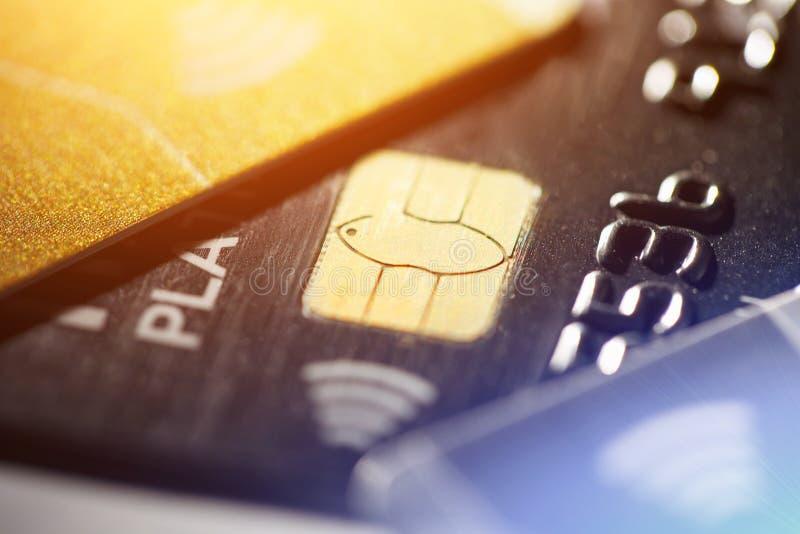 Depresja kluczowy makro- strzał z kartą kredytową, contactless zapłaty zdjęcie royalty free