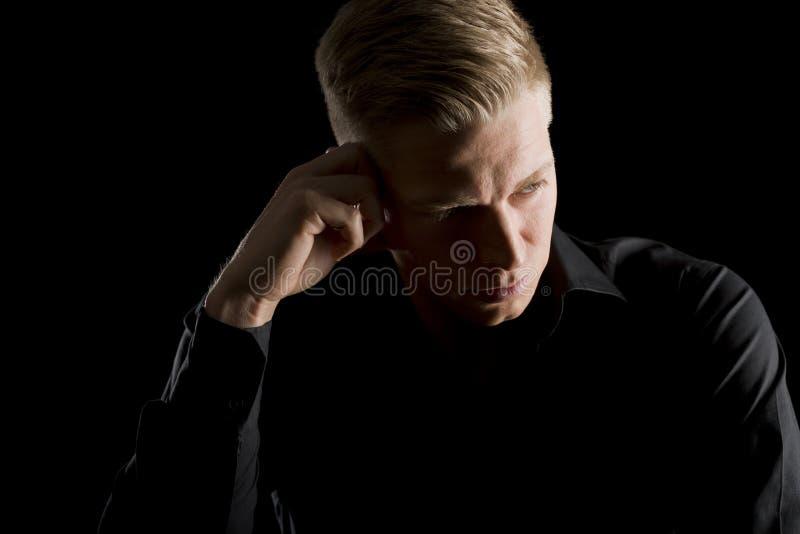 Depresja kluczowy portret patrzeje na boku przystojny mężczyzna. obrazy stock