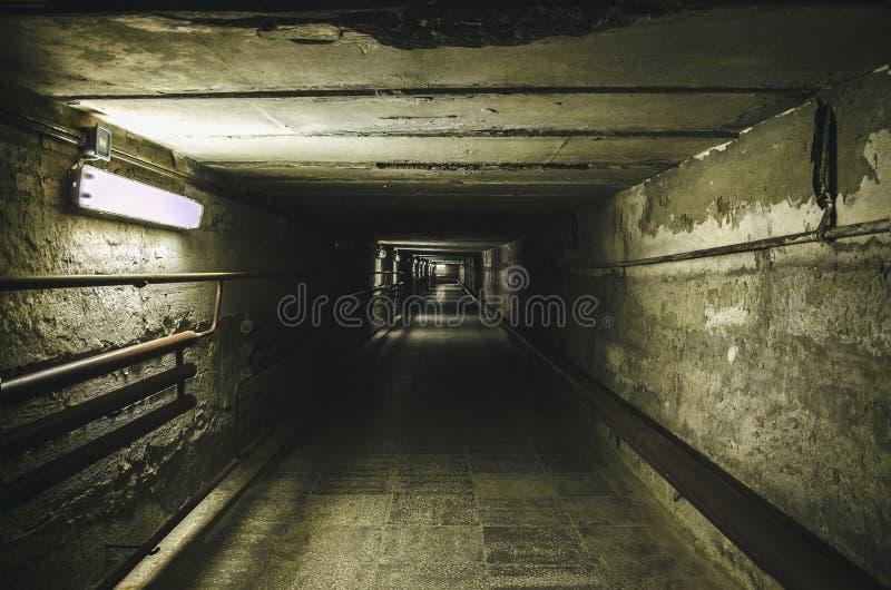 Depressione andante il tunnel sotterraneo immagine stock libera da diritti