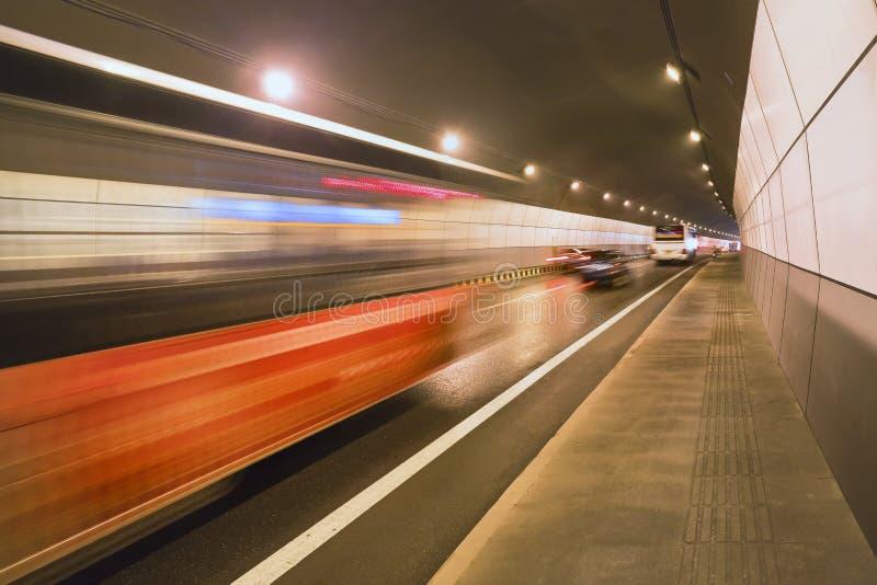 Depressione precipitante di traffico un tunnel fotografia stock libera da diritti