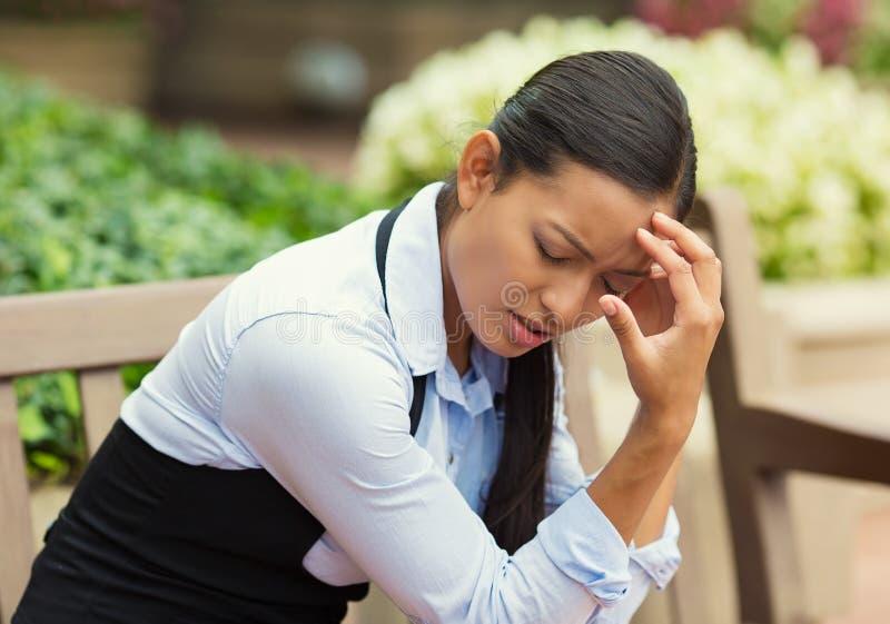Deprimerad stressad kvinna royaltyfri foto