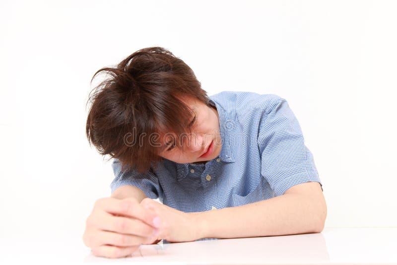 Deprimerad ung japansk man fotografering för bildbyråer