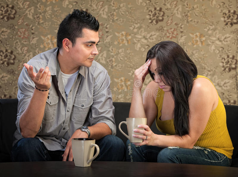 Deprimierte Frau mit Freund stockfoto