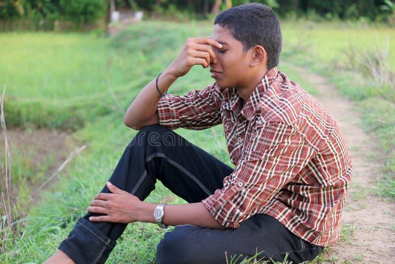 Deprimierter jugendlich Junge stockfotografie