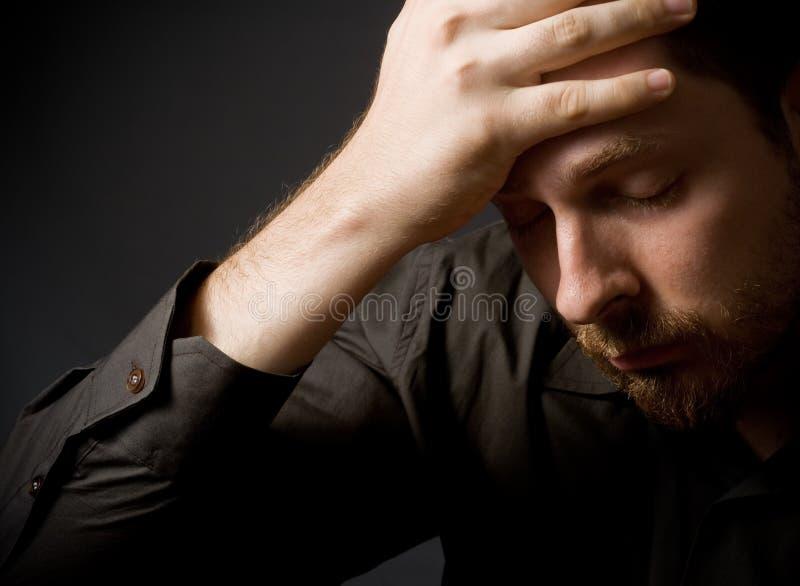 Deprimierter junger Geschäftsmann stockfotos
