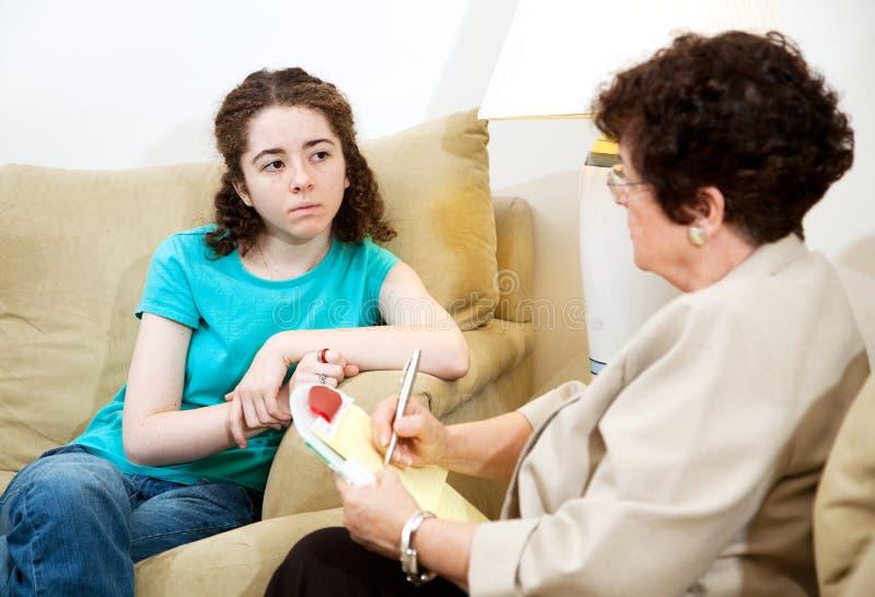 Deprimiertes jugendlich in der Therapie stockfotos