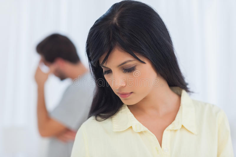 Deprimiertes Paar hat Debatte stockbilder
