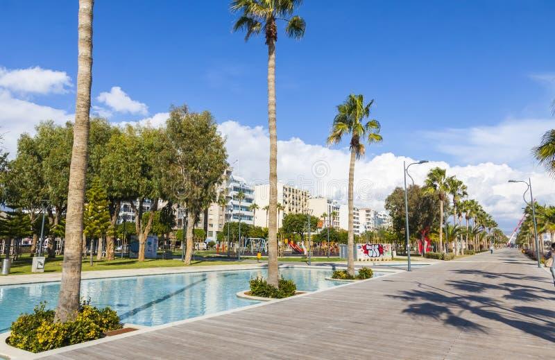 Deptak aleja przy Molos parkiem w centrum Limassol, Cypr zdjęcie royalty free