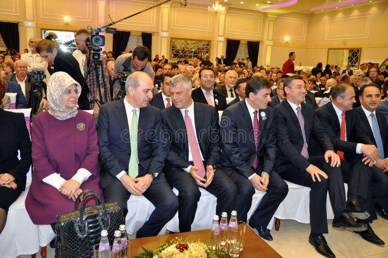 Deputado Prime Minister de Turquia Numan Kurtulmus e presidente recentemente eleito de Kosovo Hashim Thaqi foto de stock