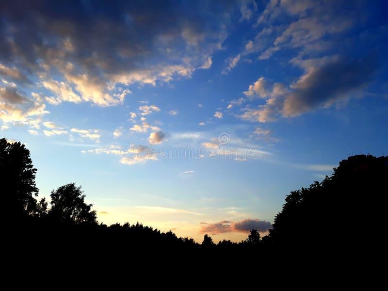 Der Abendhimmel lizenzfreies stockfoto