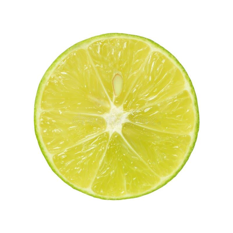 Der abstrakte grüne Hintergrund mit Zitrusfrucht von Kalkscheiben Nahaufnahme stockfoto