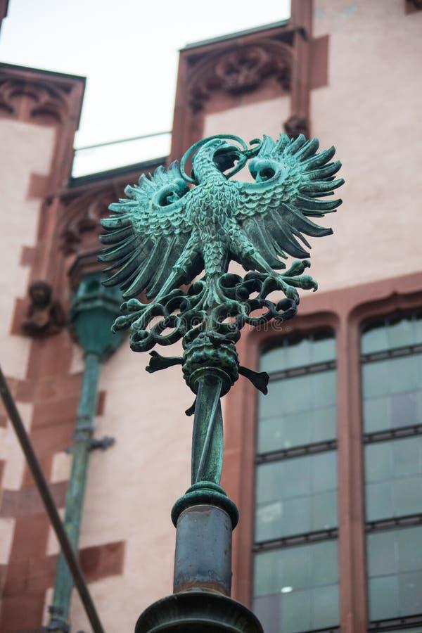 Der Adler auf der Kirchentür von Walluf in Deutschland-Symbol für Evangelisten Johannes stockbilder