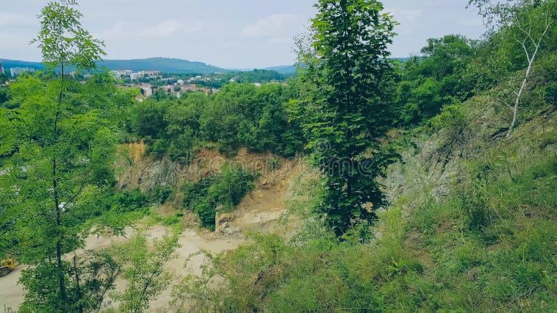 Der alte Steinbruch in Brno-Komin von oben stockfotografie