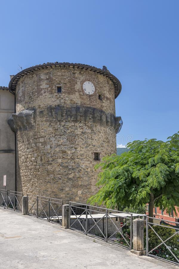 Der alte Turm von Rivellino im historischen Zentrum von Cetona, Siena, Italien stockfotografie