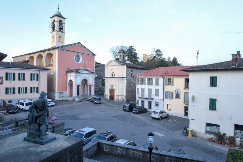 Der alte zentrale Platz von Stabio auf der Schweiz stockfotos