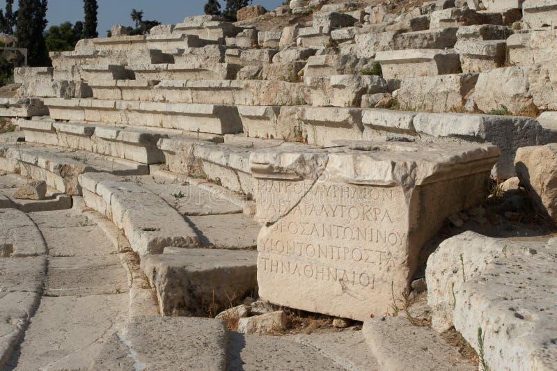 Der altgriechische Text auf einem Stein stockfoto