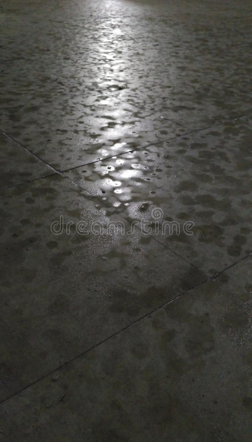 Download Der Anfang des Regens stockfoto. Bild von mitternacht - 96927284