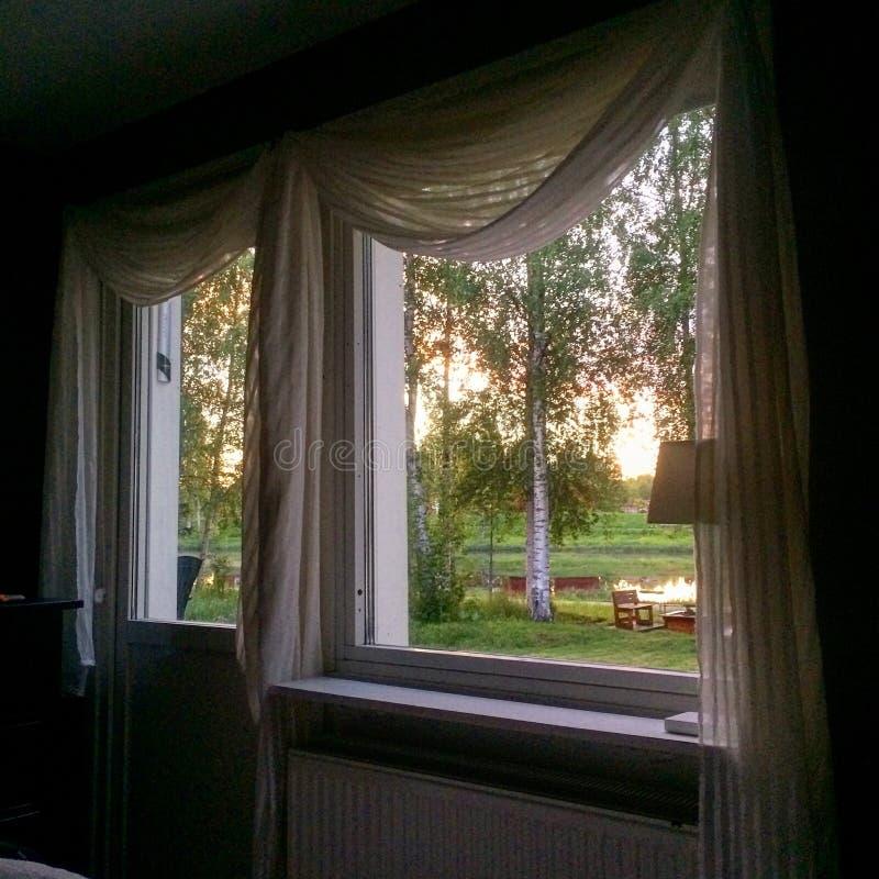 Der Ansicht Fenster heraus stockfotos