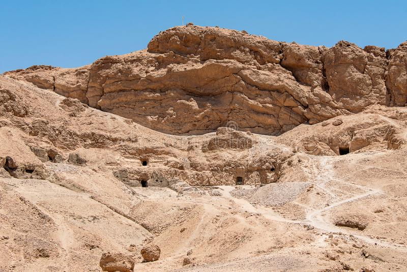 Der antike Tempel des weiblichen pharao Hatchepsut nahe Luxor in ?gypten lizenzfreie stockfotografie